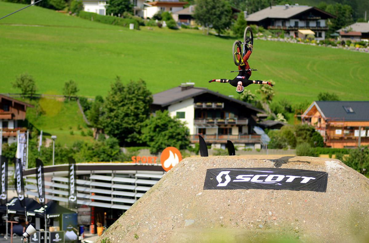 Flip Tuck No-Hander - NorbertSzasz - Mountain Biking Pictures - Vital MTB