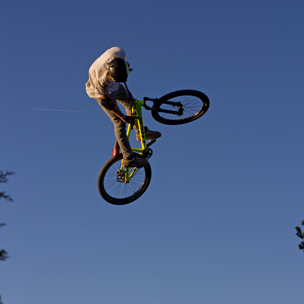 Downhill Wallpaper: Mountain Biking Pictures