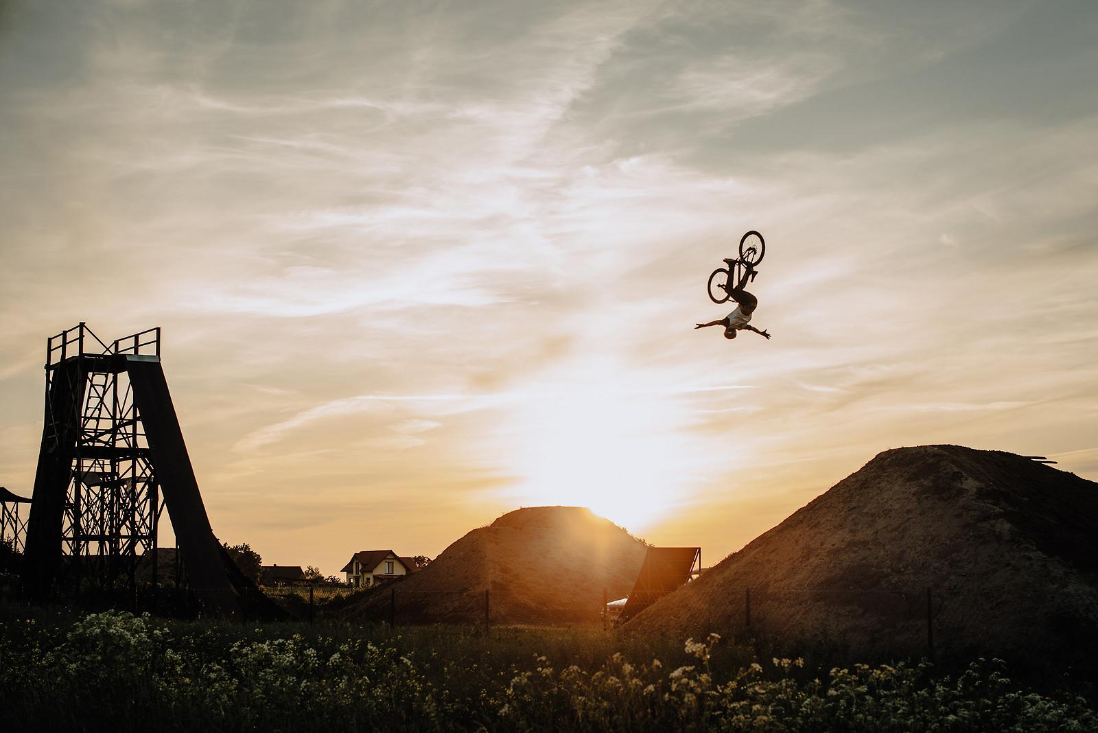 Backflip no hand - Adam_GLosowic - Mountain Biking Pictures - Vital MTB