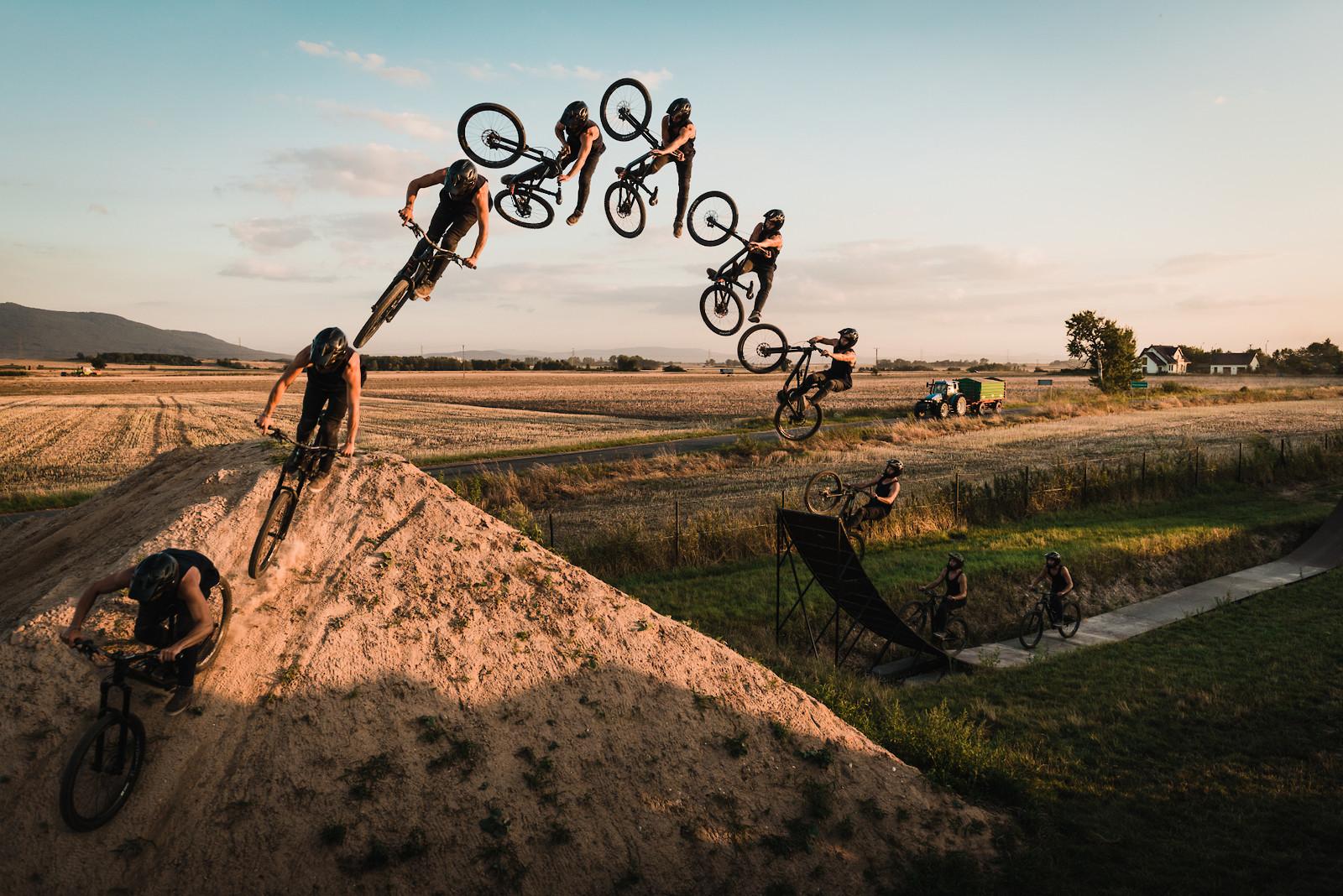 One foot table - Adam_GLosowic - Mountain Biking Pictures - Vital MTB