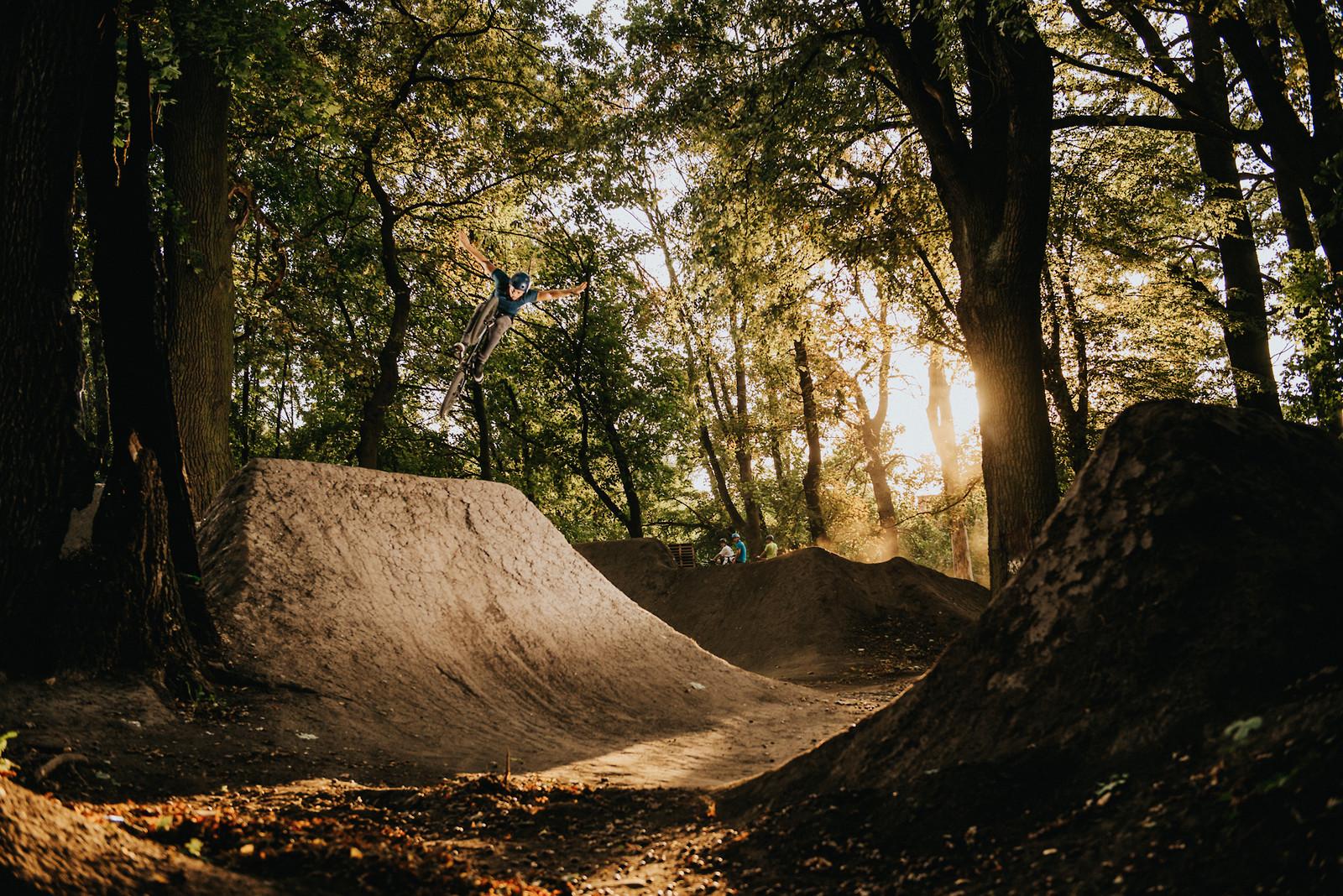 Tuck no hander - Adam_GLosowic - Mountain Biking Pictures - Vital MTB