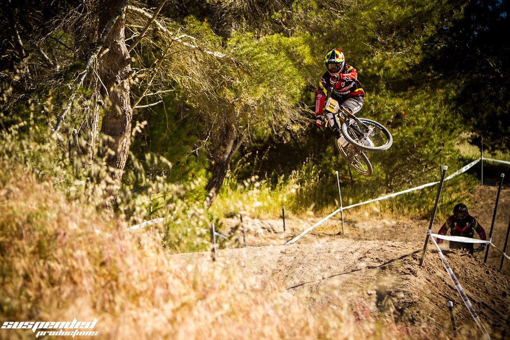 Hutchinson / UR Flowing Over the Jumps - suspended-productions - Mountain Biking Pictures - Vital MTB