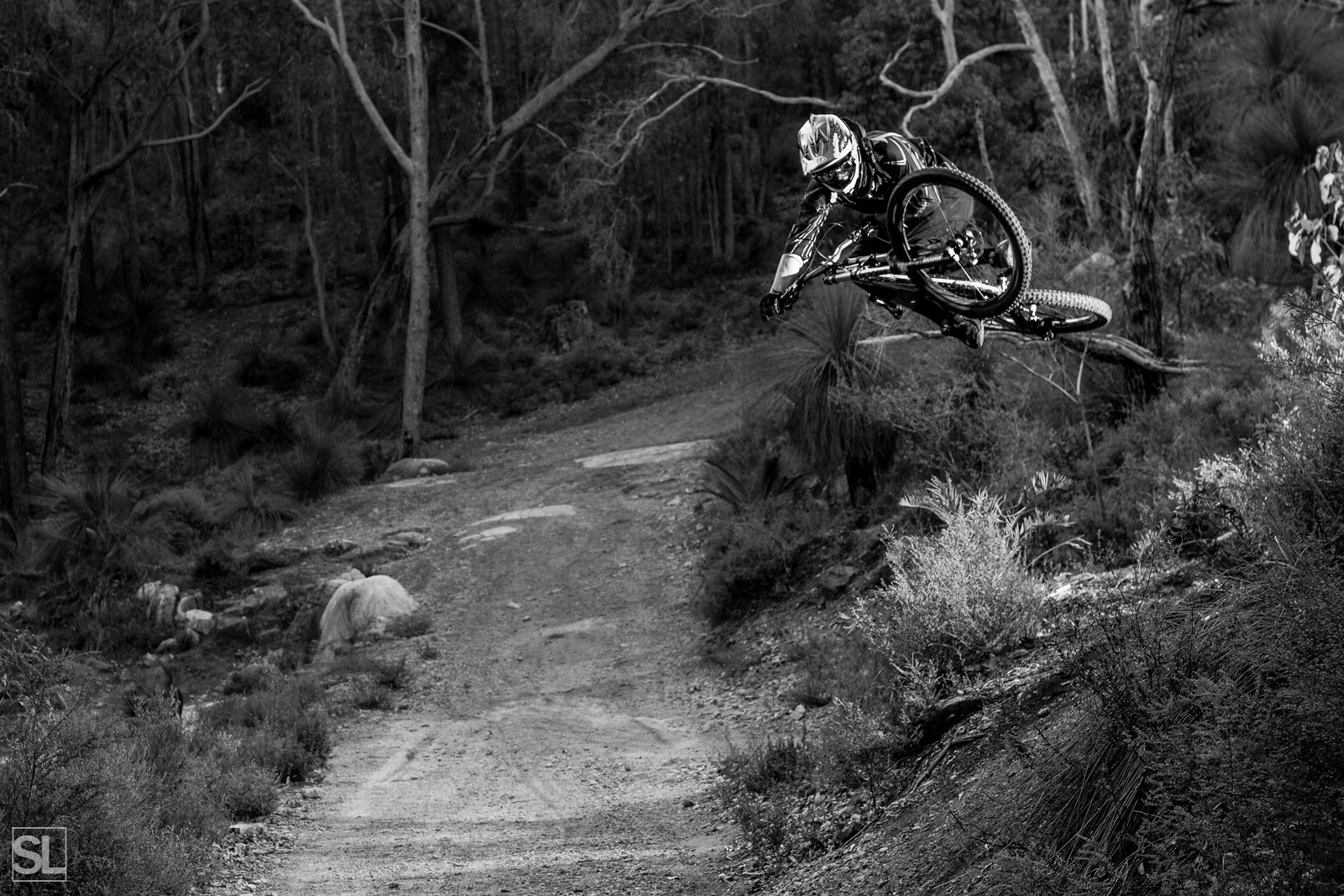 Throwing a casual table - Chamakazi - Mountain Biking Pictures - Vital MTB