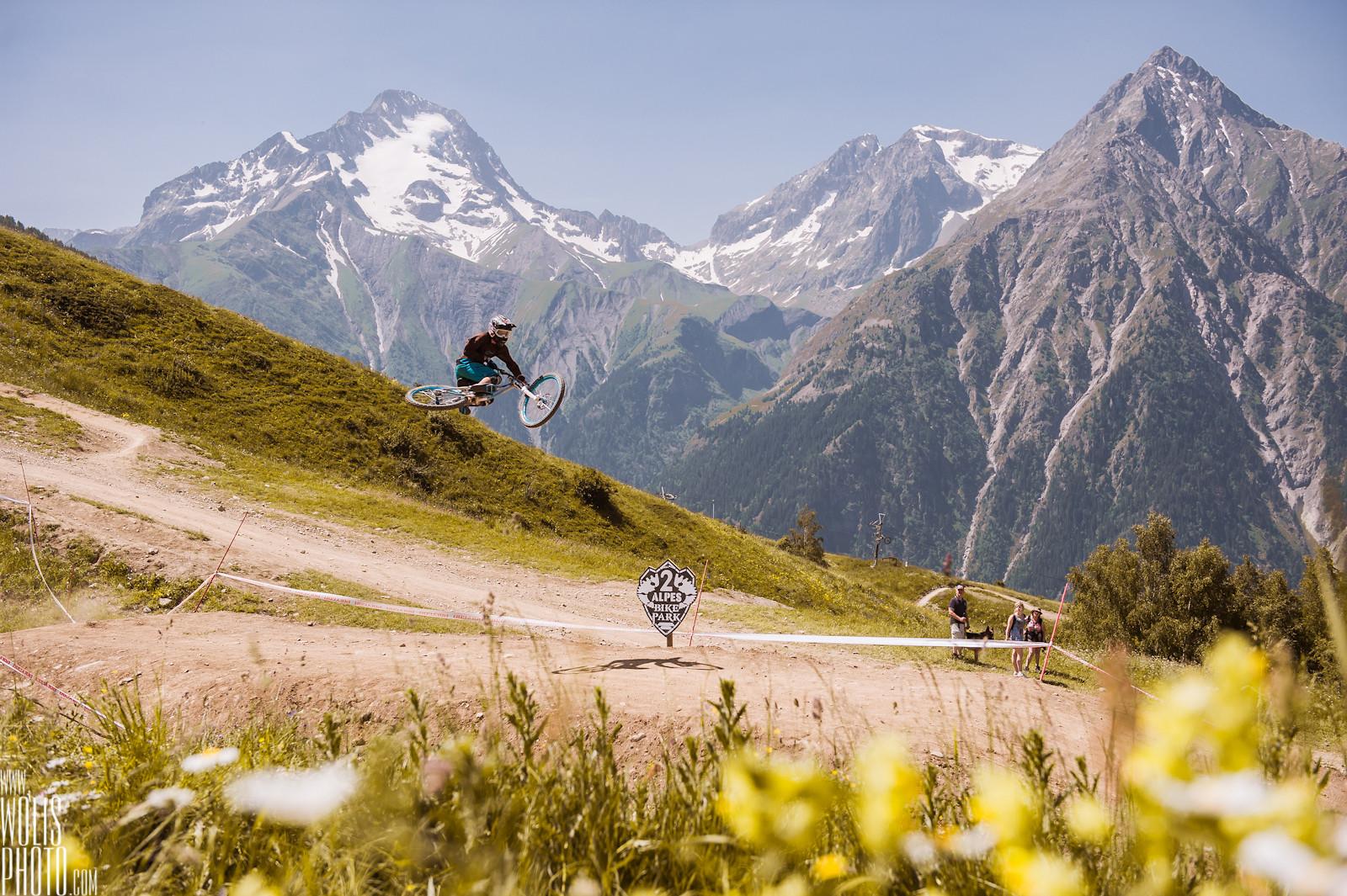 table jump L2A - JawsMtb - Mountain Biking Pictures - Vital MTB