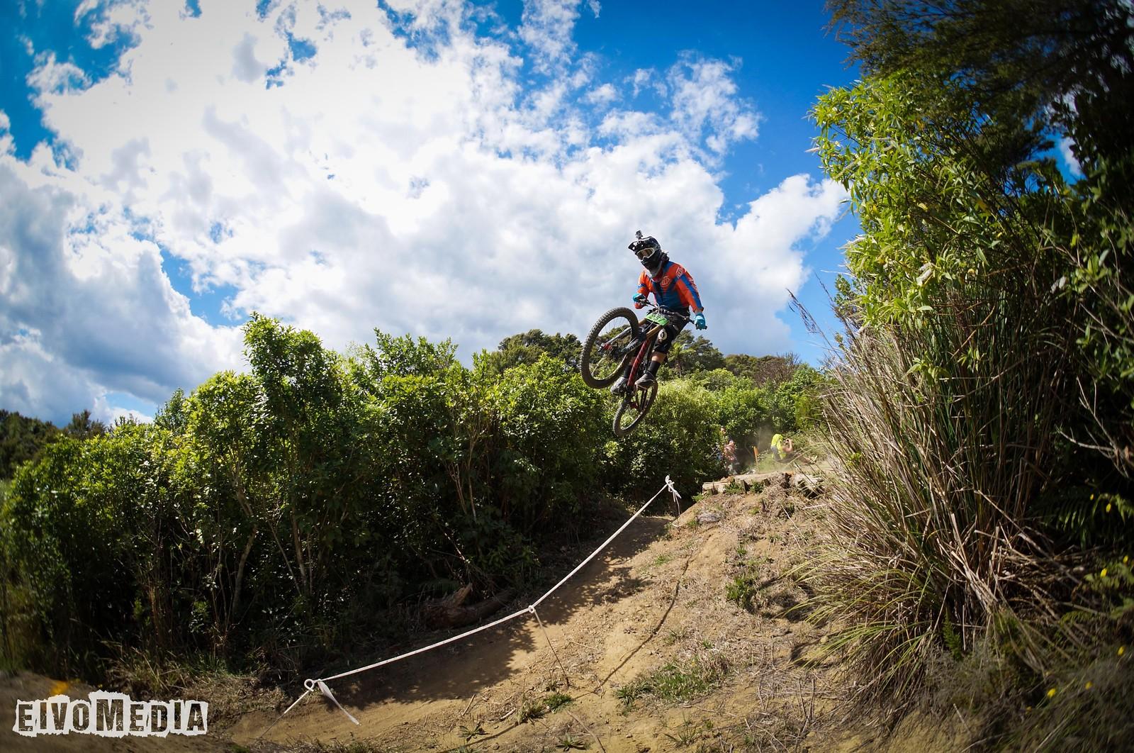 Hunua DH-2 - EIVOMEDIA - Mountain Biking Pictures - Vital MTB