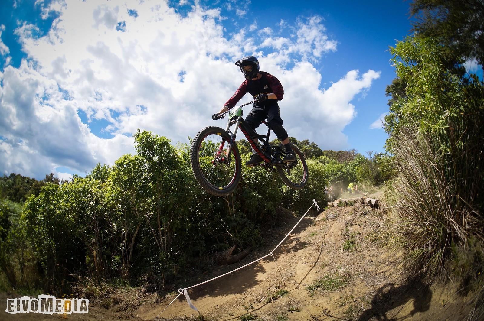 Hunua DH-3 - EIVOMEDIA - Mountain Biking Pictures - Vital MTB