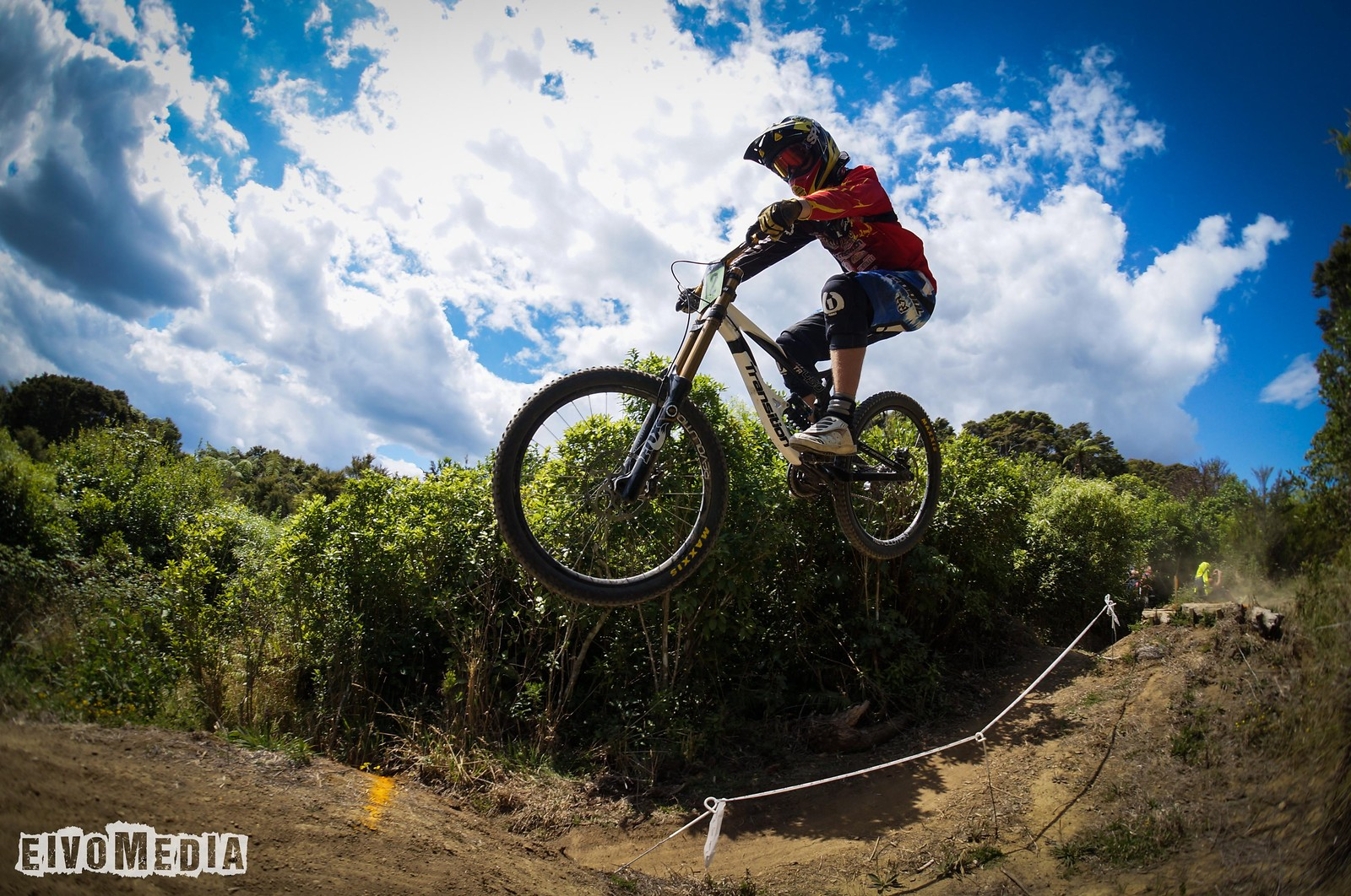 Hunua DH-4 - EIVOMEDIA - Mountain Biking Pictures - Vital MTB