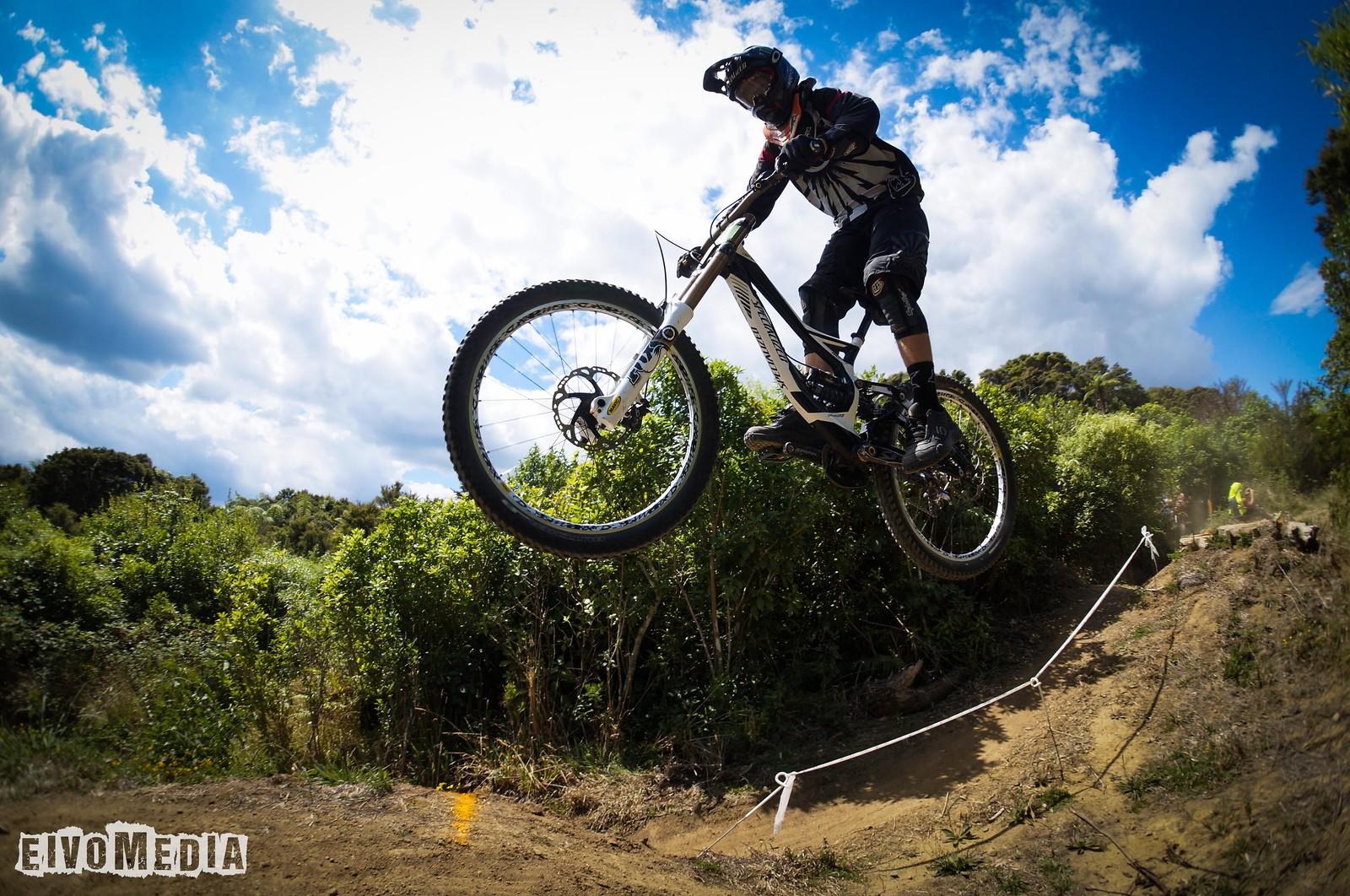 Hunua DH-5 - EIVOMEDIA - Mountain Biking Pictures - Vital MTB