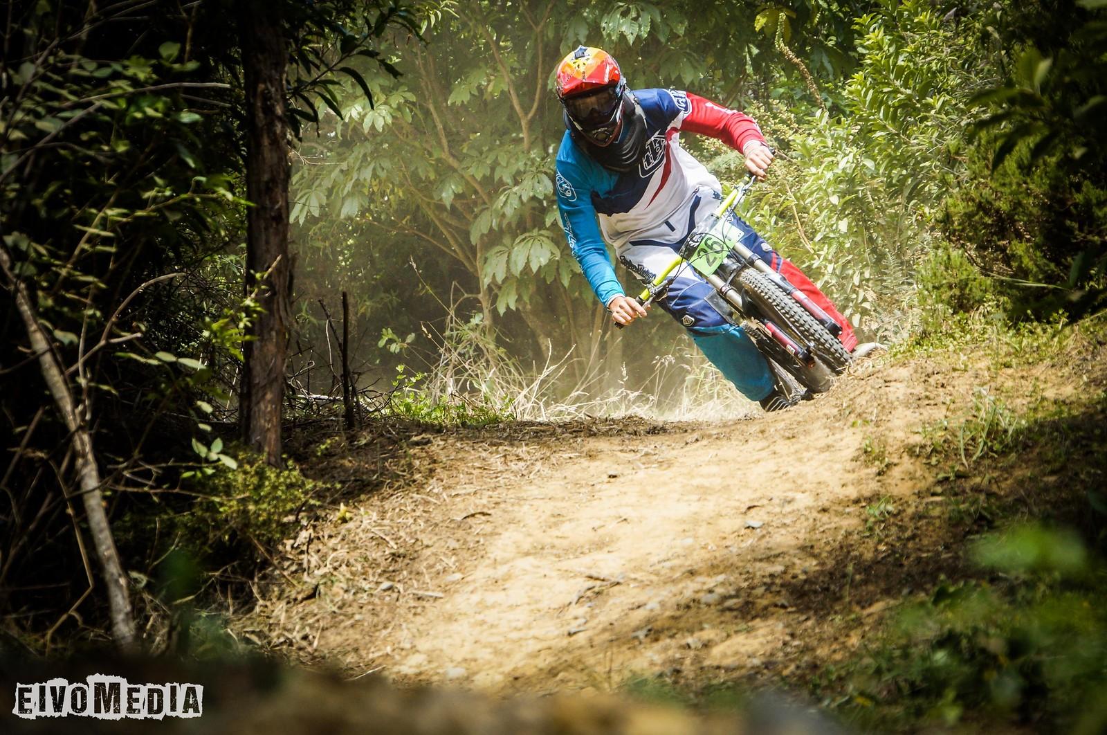 Hunua DH-6 - EIVOMEDIA - Mountain Biking Pictures - Vital MTB
