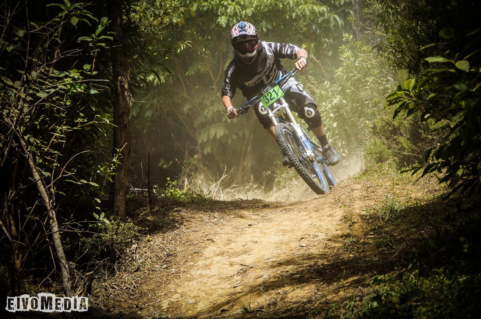 Hunua DH-7 - EIVOMEDIA - Mountain Biking Pictures - Vital MTB