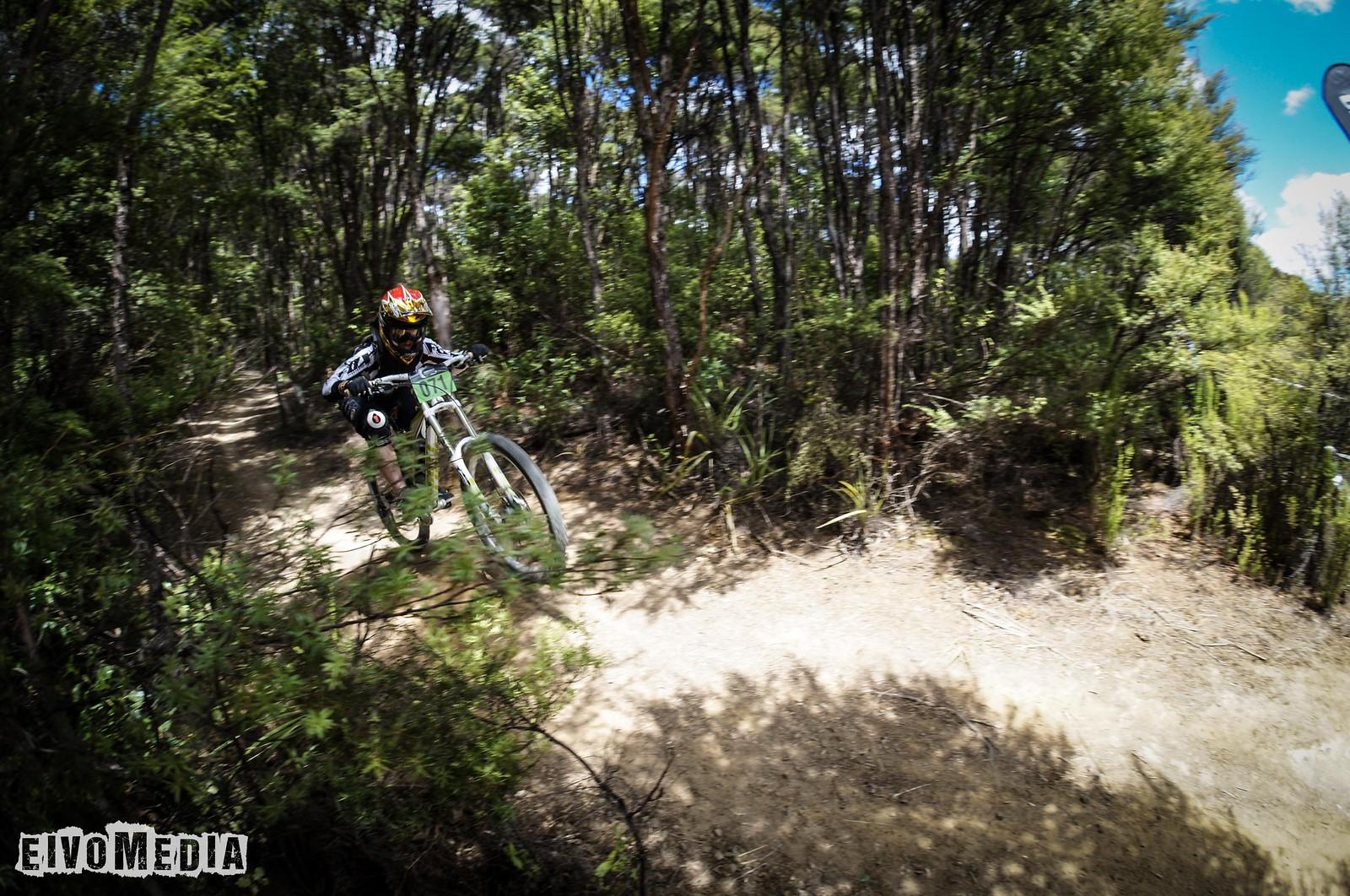 Hunua DH-23 - EIVOMEDIA - Mountain Biking Pictures - Vital MTB