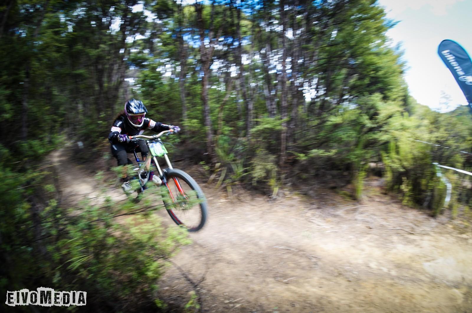 Hunua DH-24 - EIVOMEDIA - Mountain Biking Pictures - Vital MTB
