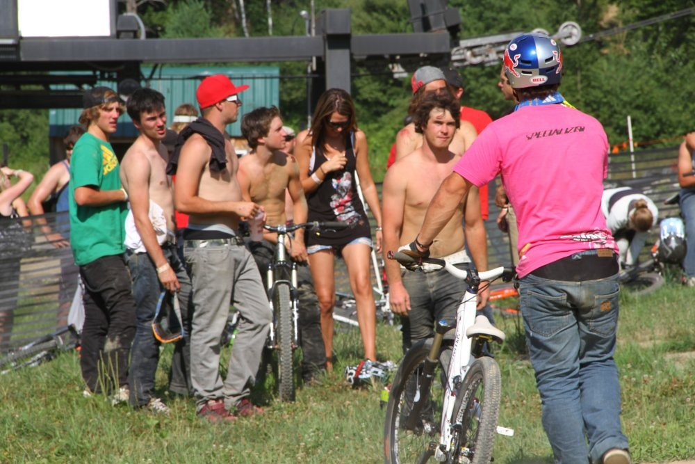 That's what friends are for. - Lucent - Mountain Biking Pictures - Vital MTB