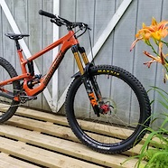 Santa Cruz Nomad V4 -Mechanic/rider/racer 25+ years this is what I built for enduroing against the kids. 30.9lbs.