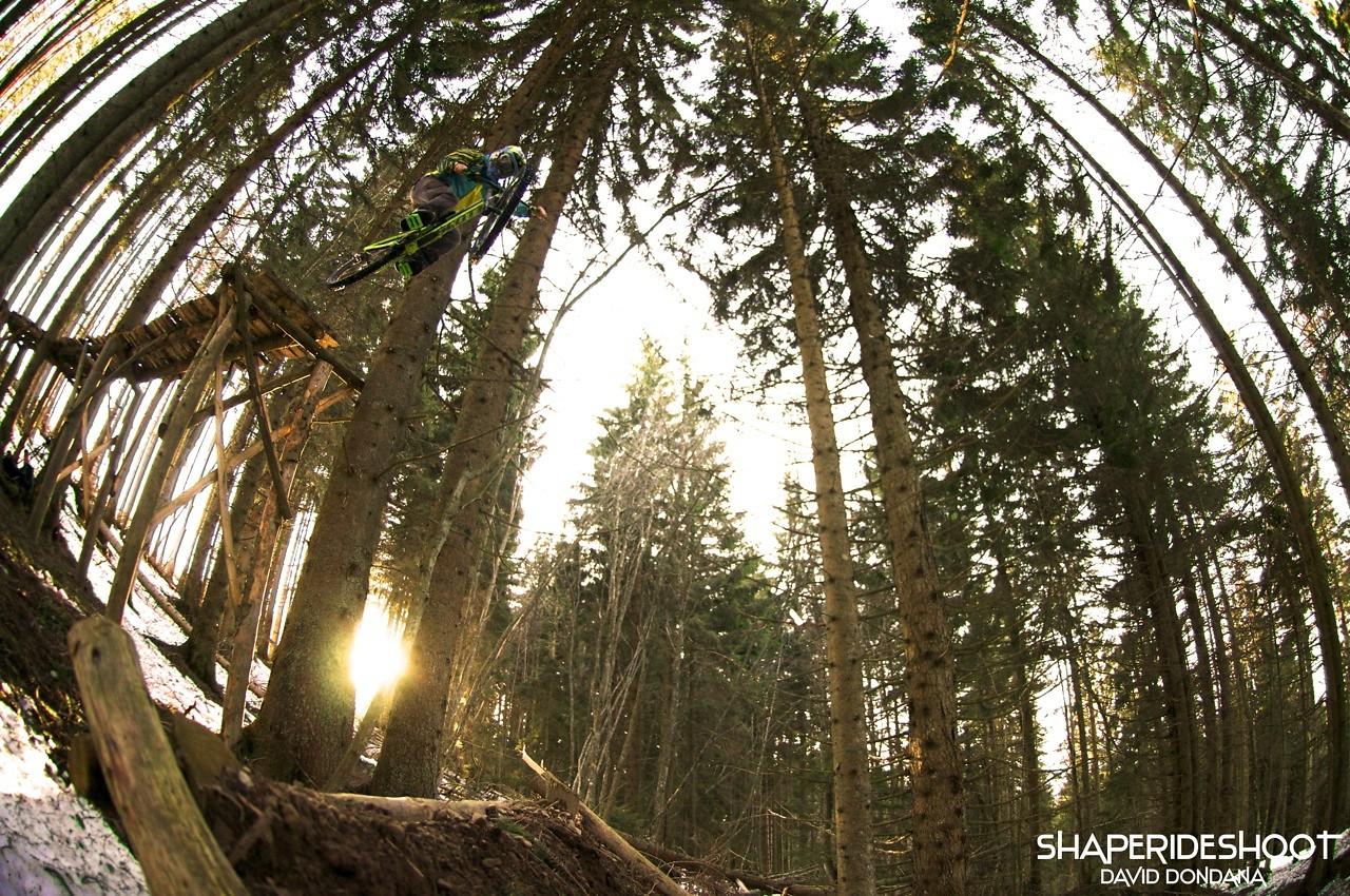 David-dessous-gros-shore - ShapeRideShoot - Mountain Biking Pictures - Vital MTB