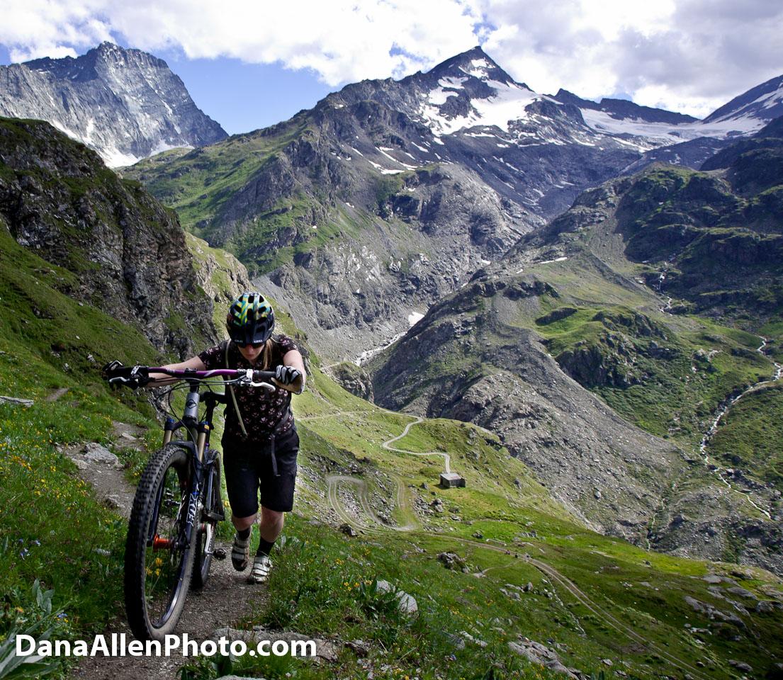 Downhill Wallpaper: Mountain Bike The Alps-31