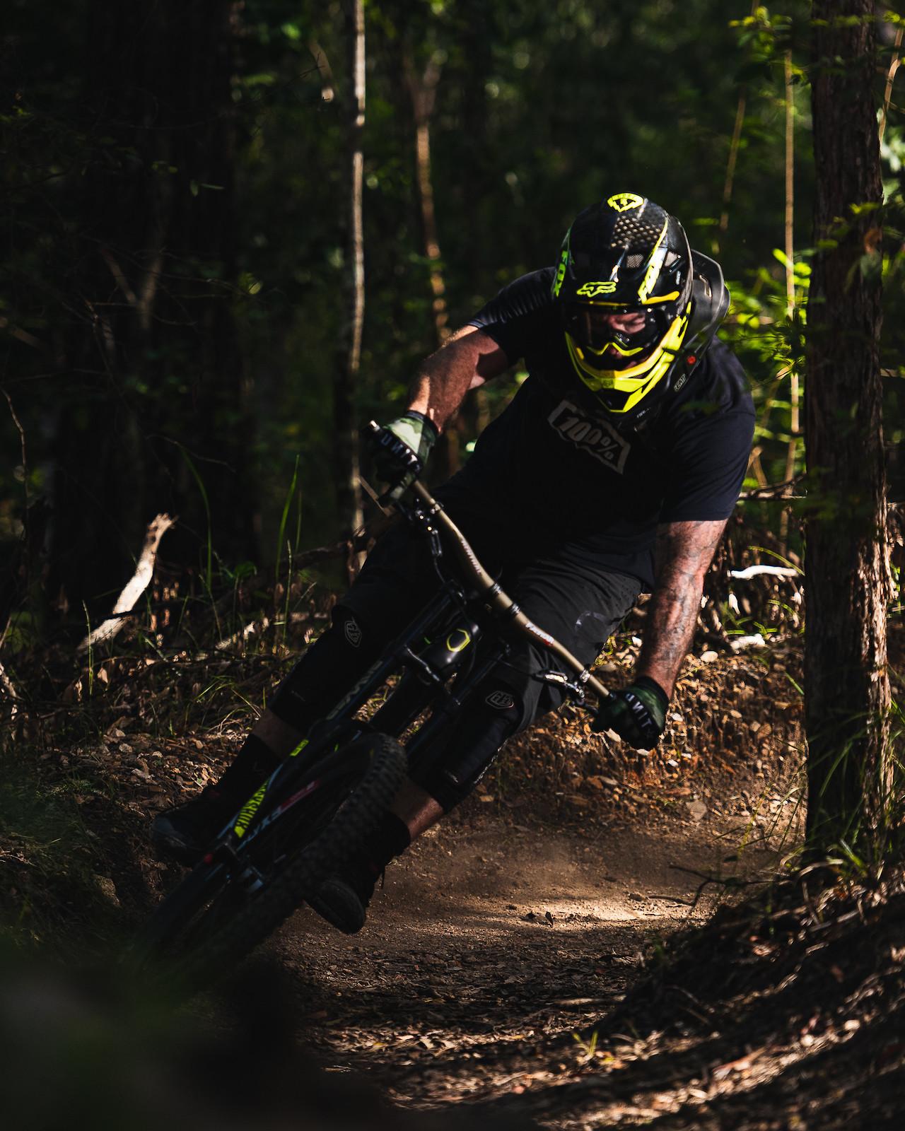 Tight turn - Zer0mtb - Mountain Biking Pictures - Vital MTB