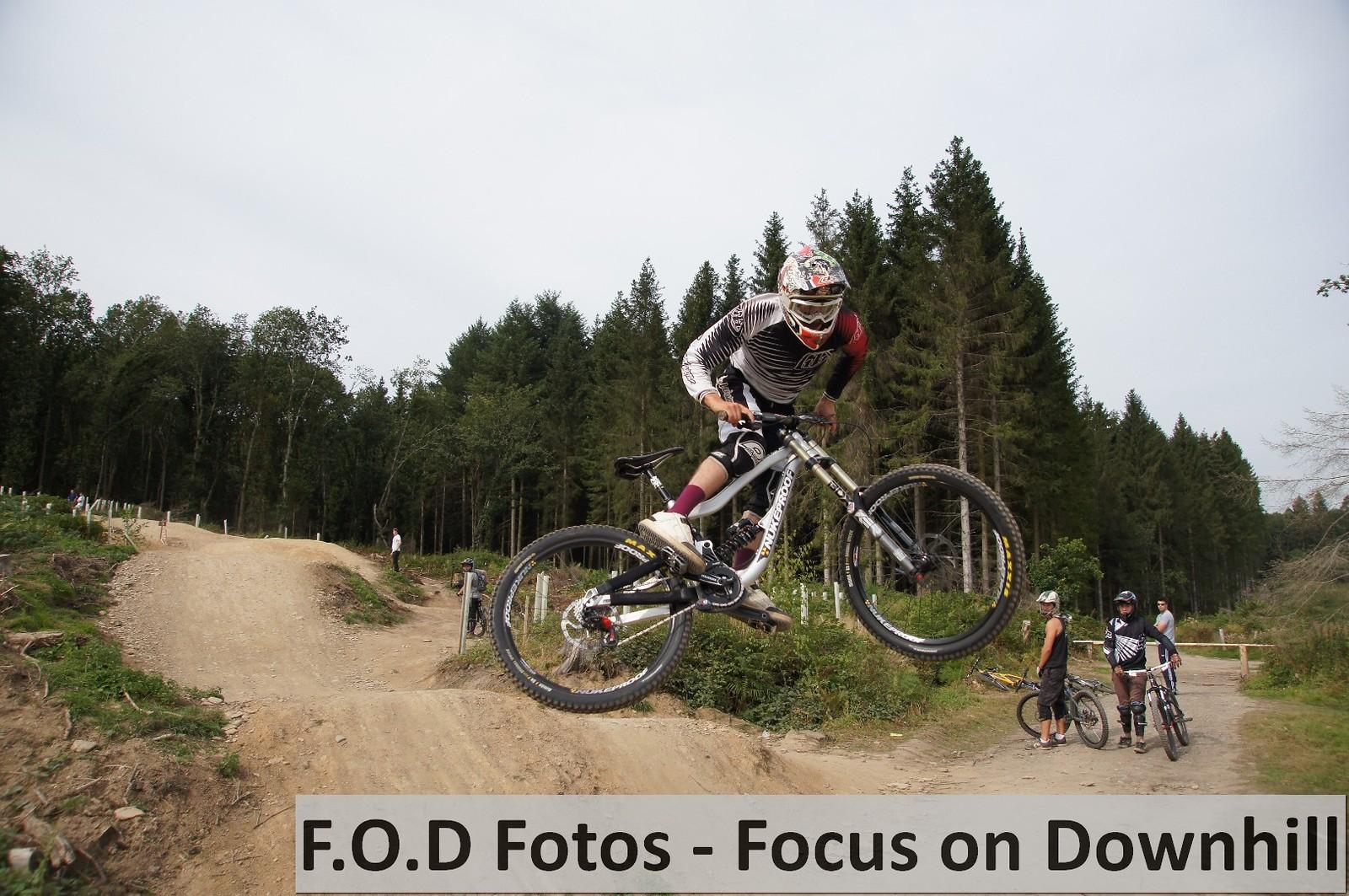 Dan DC Coulson Whip - Fodfotos - Mountain Biking Pictures - Vital MTB