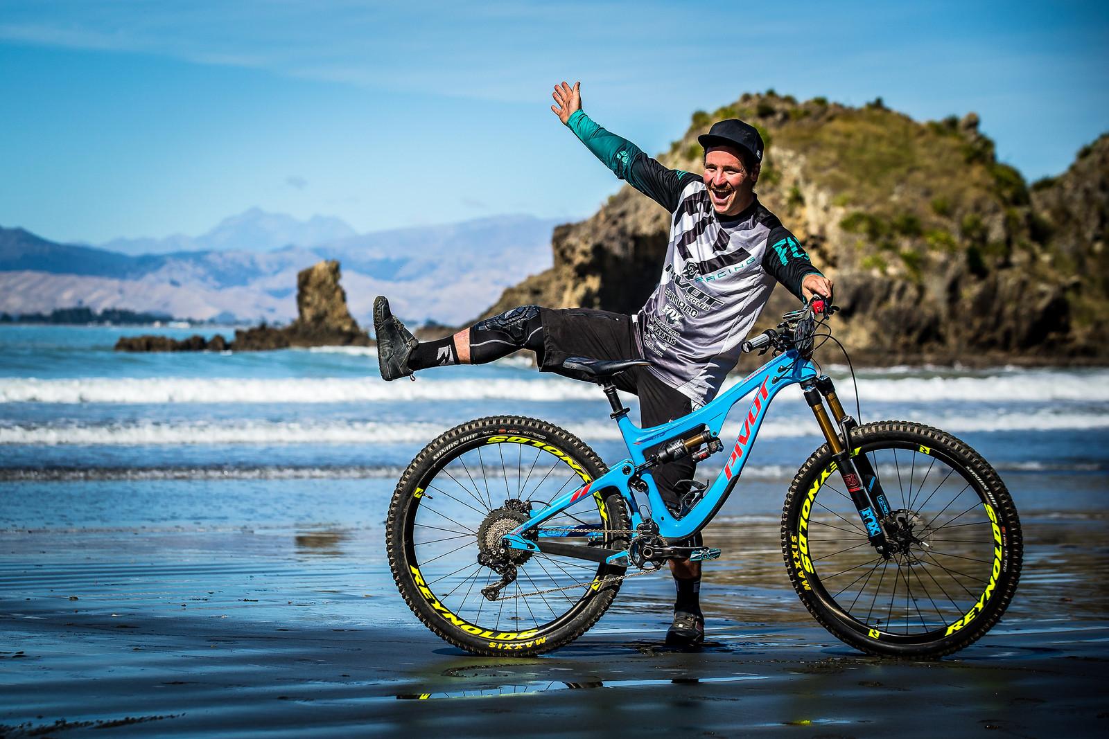 2017 NZ Enduro Pro Bikes - Rupert Chapman's Pivot Switchblade 29er - 2017 NZ Enduro Pro Bikes - They Wreck 'Em, We Check 'Em - Mountain Biking Pictures - Vital MTB