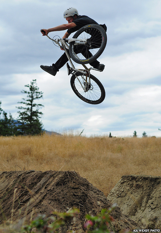 dwnside uhhhhh - T-Cliff - Mountain Biking Pictures - Vital MTB