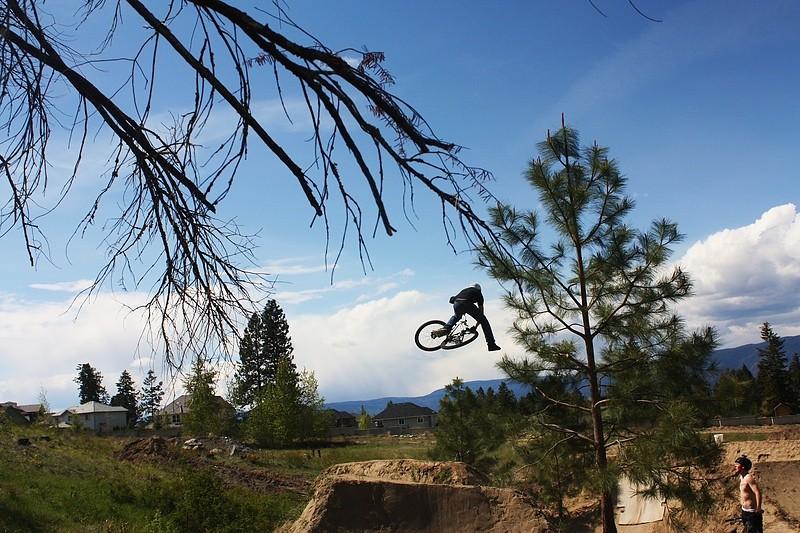 dwnside dream land - T-Cliff - Mountain Biking Pictures - Vital MTB