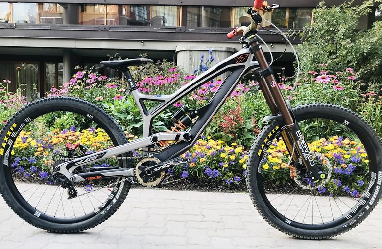 YT industries Tues CF Pro Race - sworkdemo8\'s Bike Check - Vital MTB