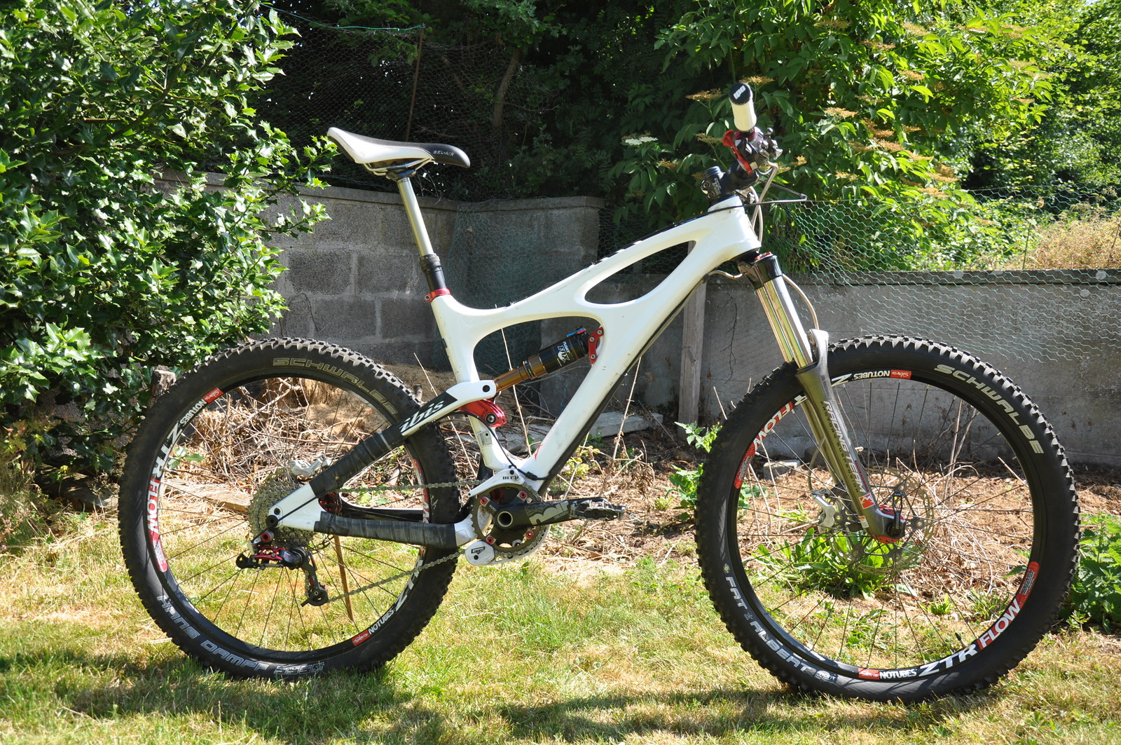 Ibis Mojo HD (160) in gloriously bright white