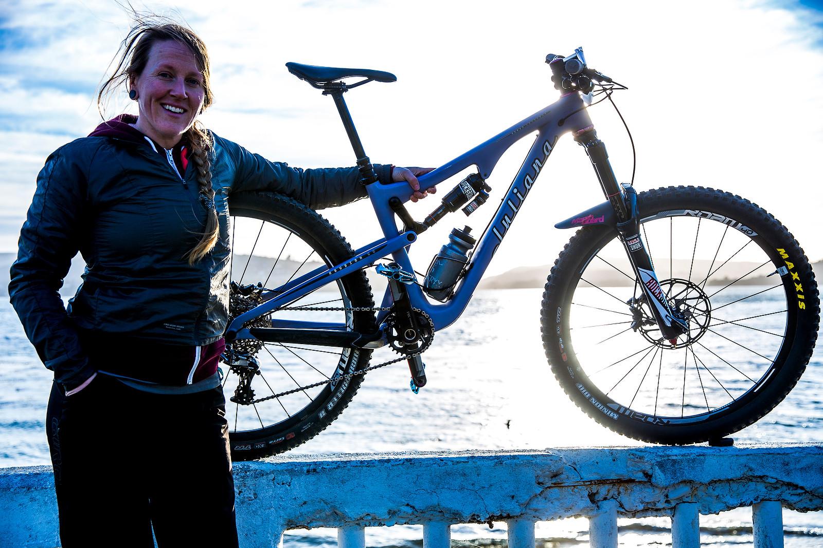 Sarah Leishman Juliana Roubion - PIT BITS - Enduro World Series, Corral, Chile - Mountain Biking Pictures - Vital MTB