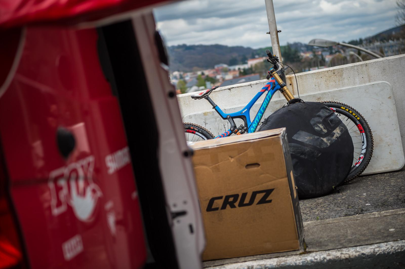 PIT BITS - Santa Cruz Syndicate at Lourdes World Cup - PIT BITS - 2016 Lourdes World Cup Downhill - Mountain Biking Pictures - Vital MTB