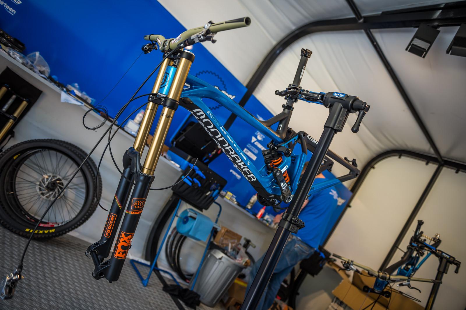 Mondraker Summum - PIT BITS - 2016 Lourdes World Cup Downhill - Mountain Biking Pictures - Vital MTB
