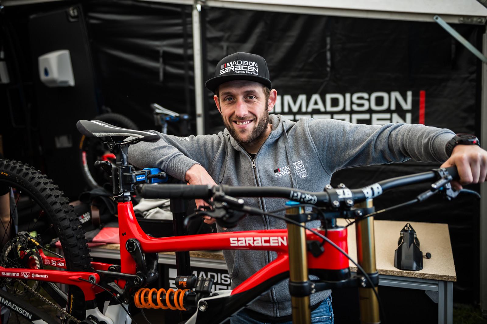Marc Beaumont's Saracen Myst Carbon - PIT BITS - 2016 Lourdes World Cup Downhill - Mountain Biking Pictures - Vital MTB