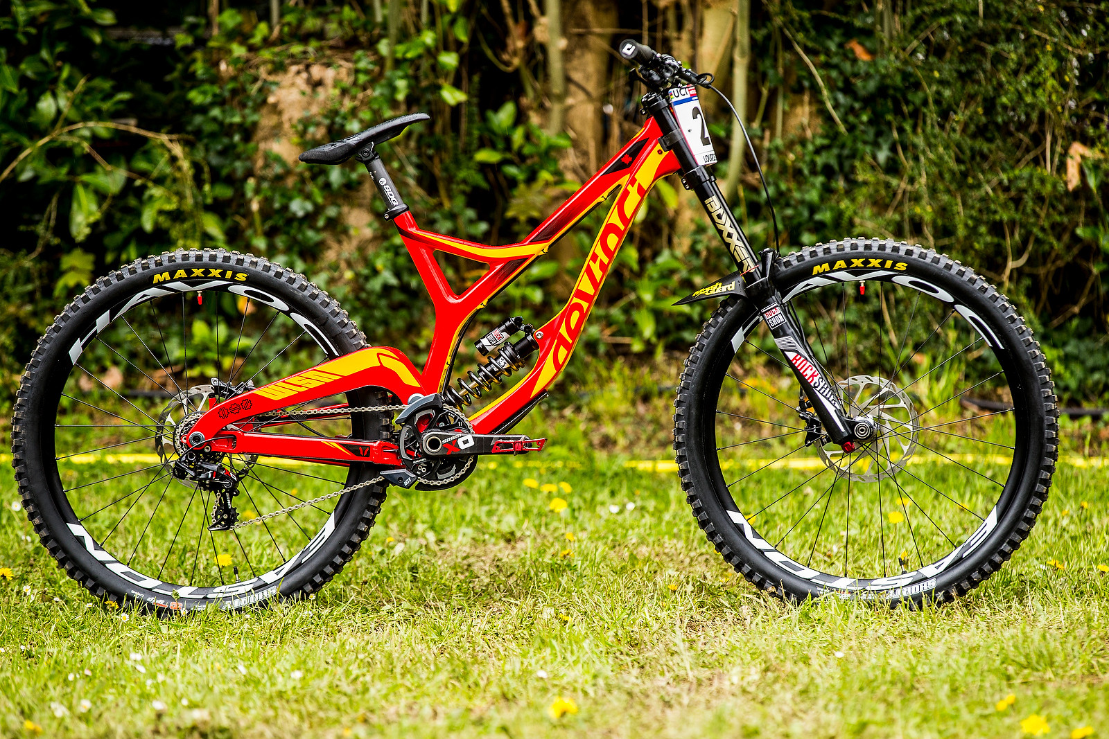 Stevie Smith's Devinci Wilson Carbon - PIT BITS - 2016 Lourdes World Cup Downhill - Mountain Biking Pictures - Vital MTB