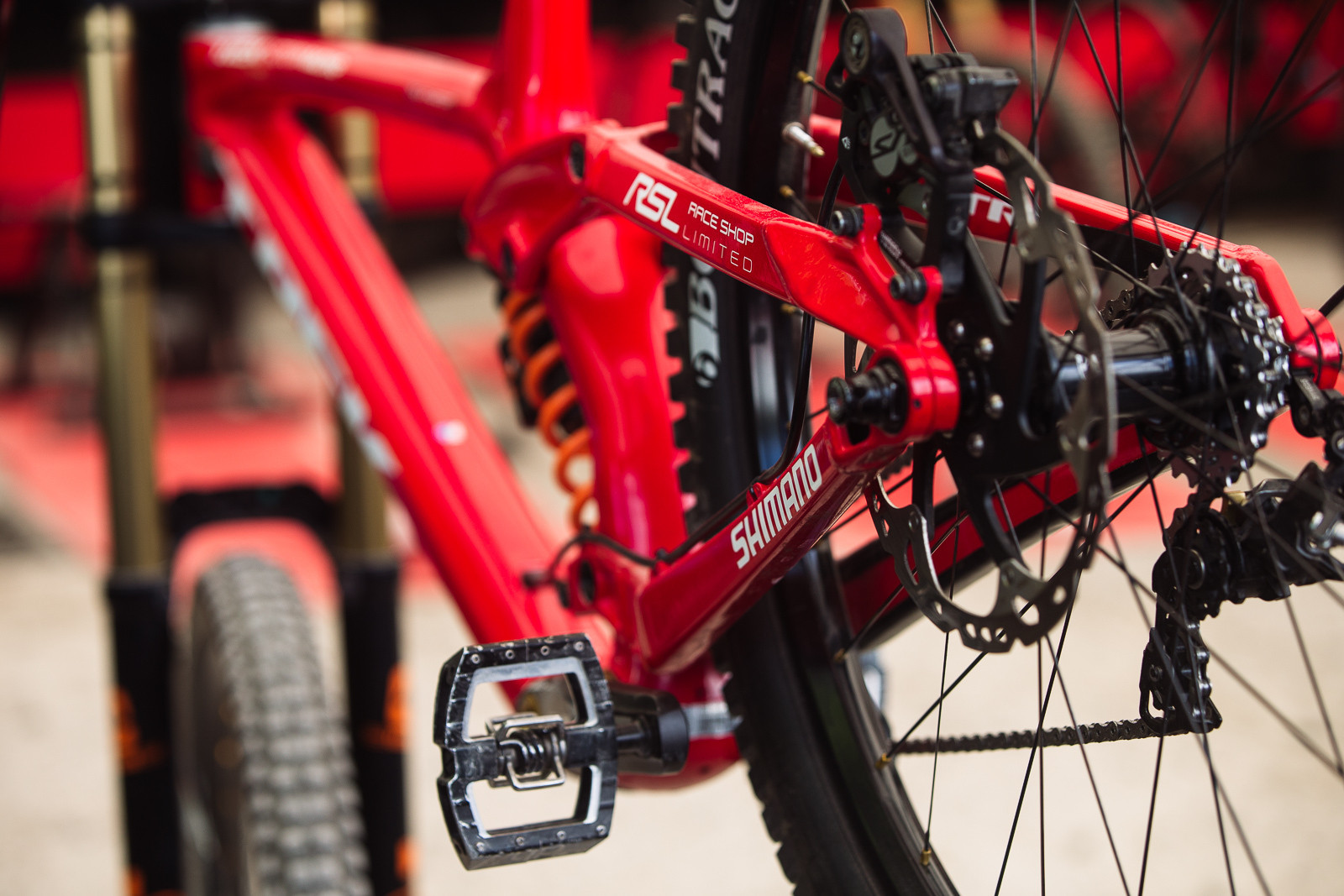 Gee Atherton on an alloy rear end for his Trek Session - PIT BITS - Fort William World Cup - Mountain Biking Pictures - Vital MTB