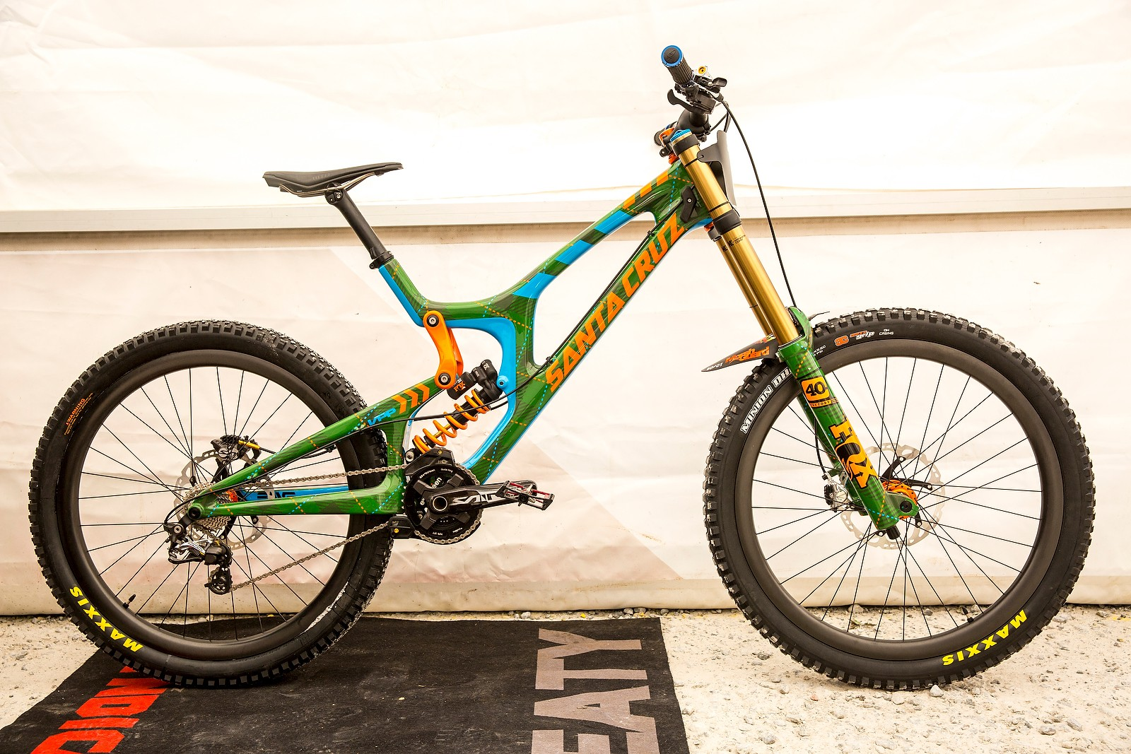 Steve Peat's Custom-Painted Santa Cruz V10cc for Fort William - PIT BITS - Fort William World Cup - Mountain Biking Pictures - Vital MTB