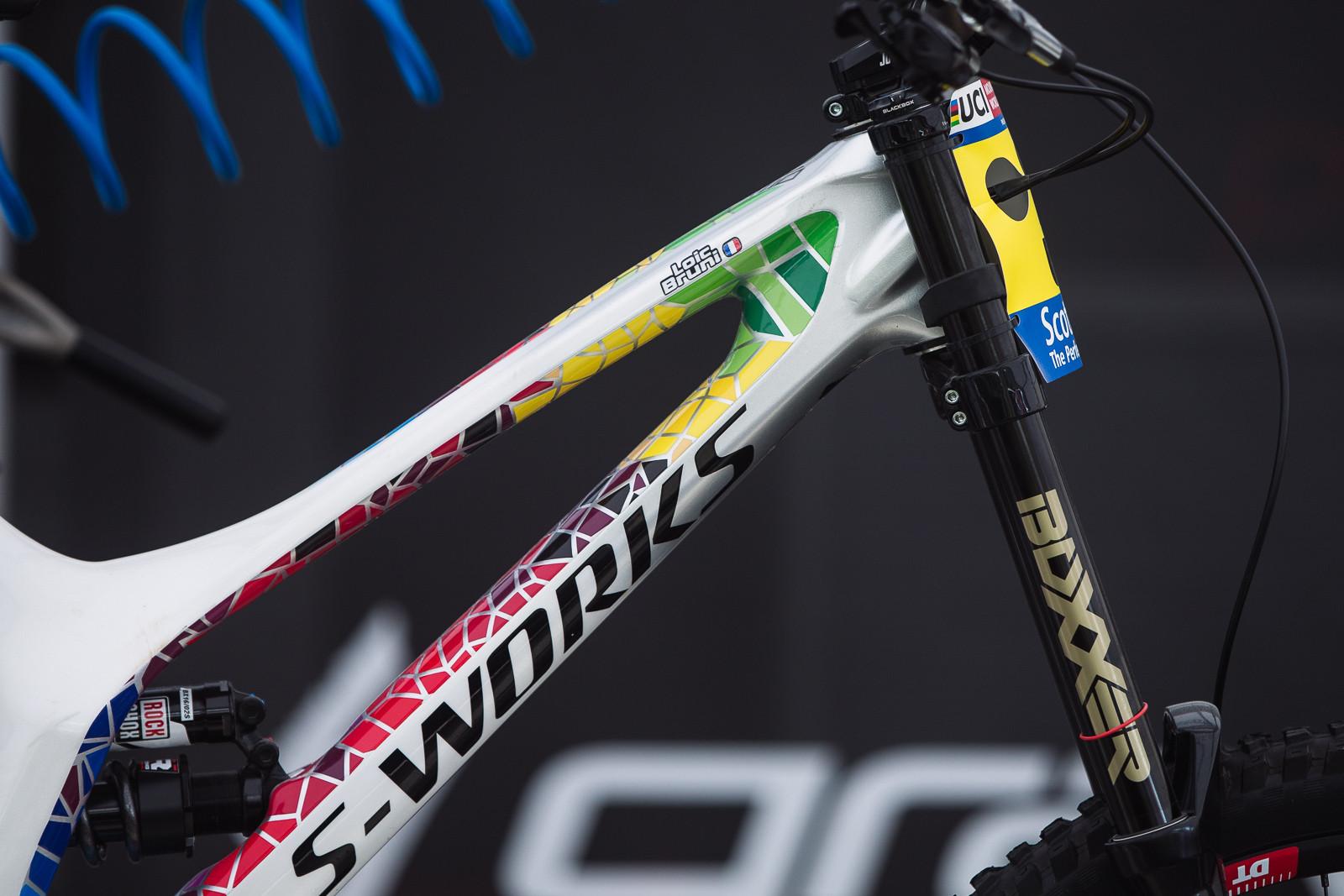 Loic's Bike is Still Baller - PIT BITS - Fort William World Cup - Mountain Biking Pictures - Vital MTB