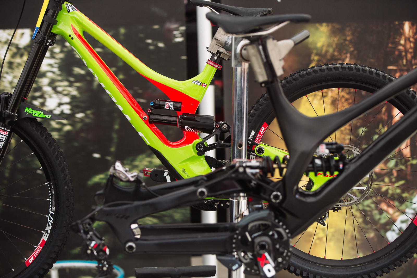 Vivid Air vs Vivid Coil in the Specialized Pits - PIT BITS - Fort William World Cup - Mountain Biking Pictures - Vital MTB