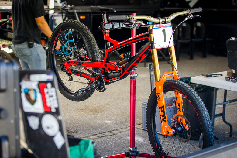 Aaron Gwin's YT Tues with New Orange FOX 40 - PIT BITS