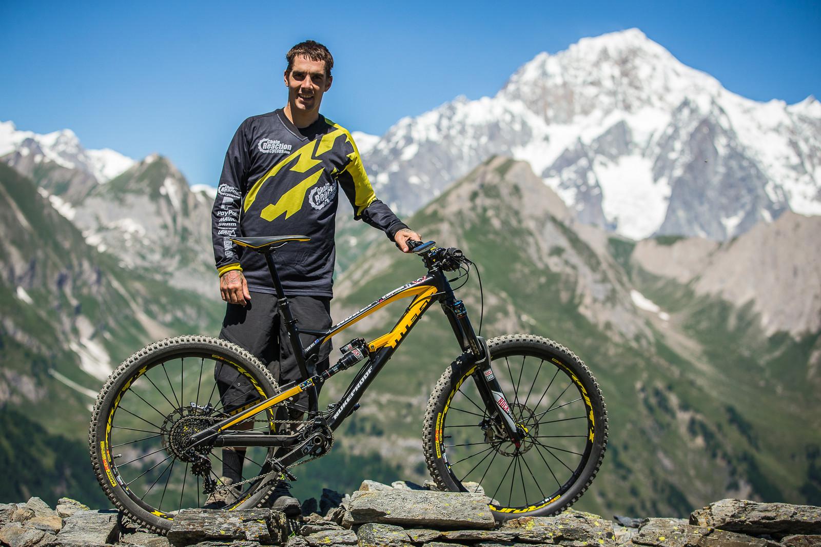 Sam Hill, Bitches - PIT BITS - Enduro World Series, La Thuile, Italy - Mountain Biking Pictures - Vital MTB