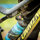 RockShox Super Deluxe with Remote Lock-Out for Cecile Ravanel?