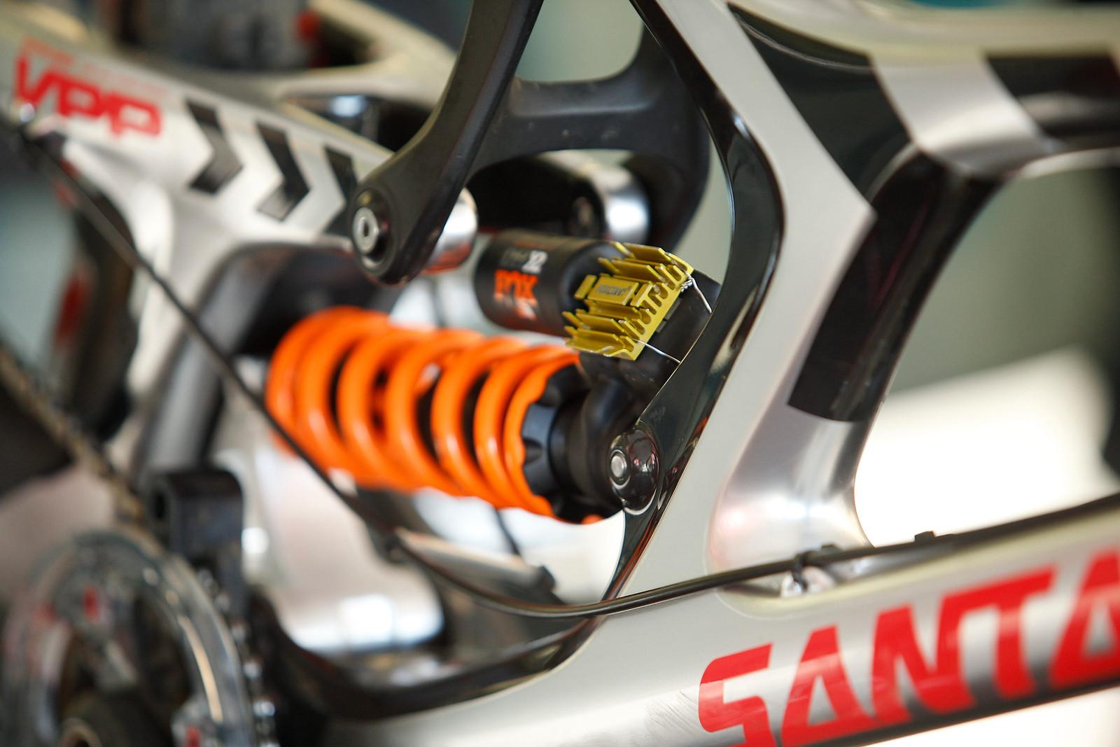 Alumimum Radiator Cooling Fins on Greg Minnaar's FOX DHX2 - PIT BITS - Mont Sainte Anne World Cup - Mountain Biking Pictures - Vital MTB