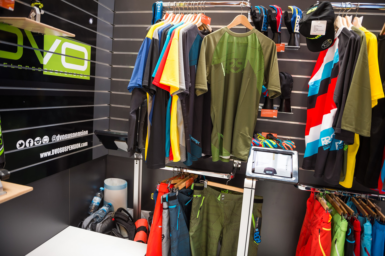 Royal Matrix Short, Jersey and Jacket - EUROBIKE - 2017 Mountain Bike Apparel and Protective Gear - Mountain Biking Pictures - Vital MTB