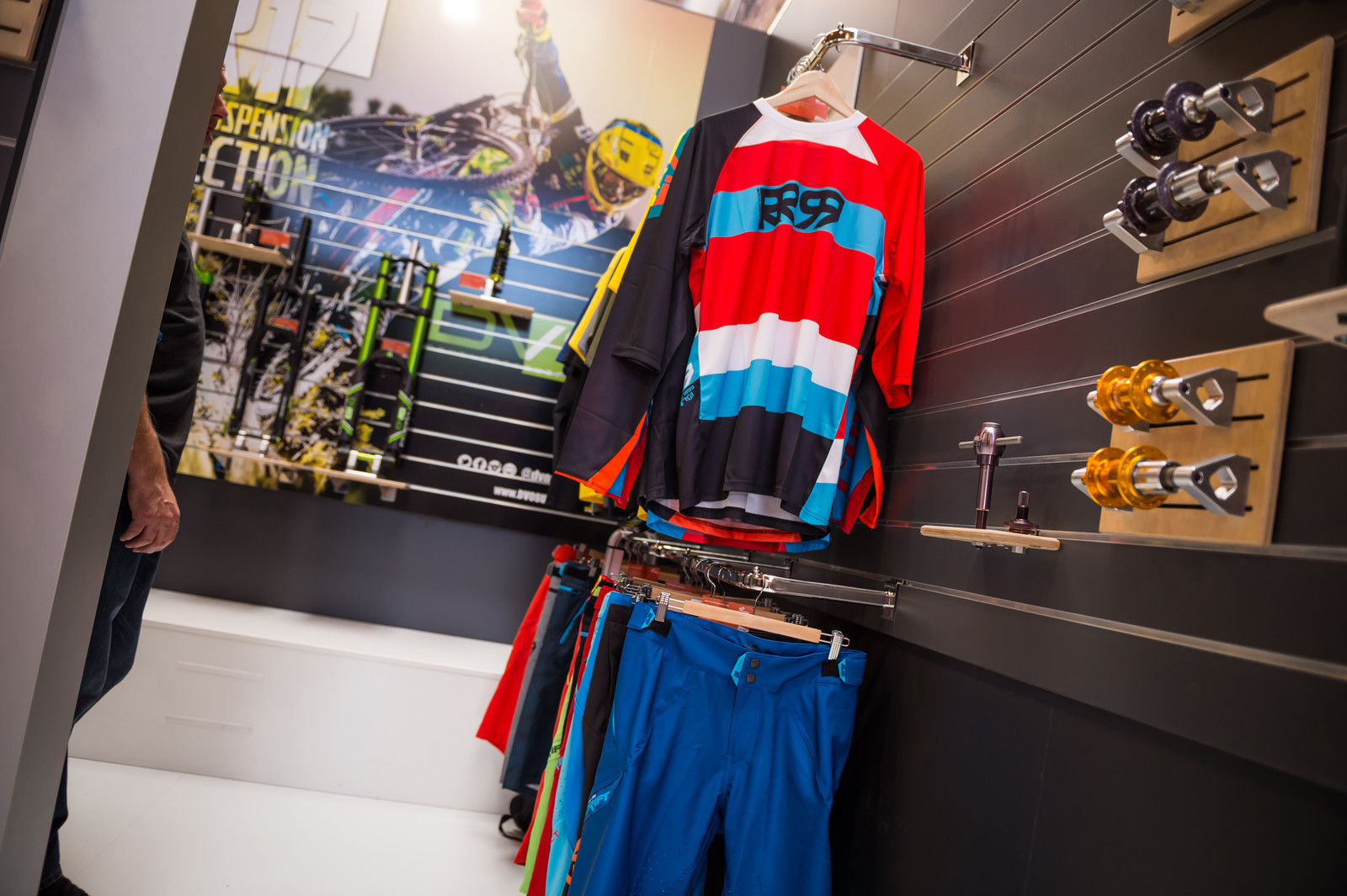 Royal Drift Short and Jersey - EUROBIKE - 2017 Mountain Bike Apparel and Protective Gear - Mountain Biking Pictures - Vital MTB