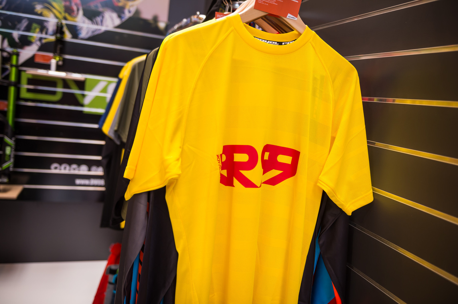 Royal Impact Jersey - EUROBIKE - 2017 Mountain Bike Apparel and Protective Gear - Mountain Biking Pictures - Vital MTB
