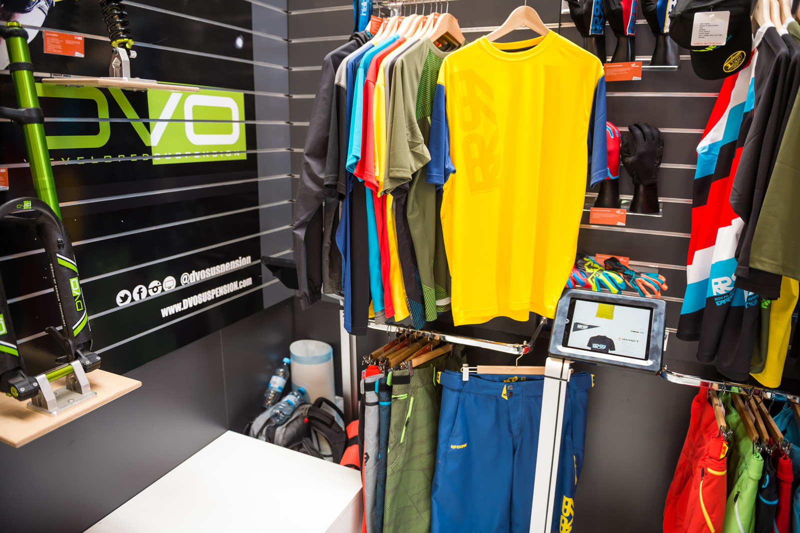 Royal Core Jersey and Short - EUROBIKE - 2017 Mountain Bike Apparel and Protective Gear - Mountain Biking Pictures - Vital MTB