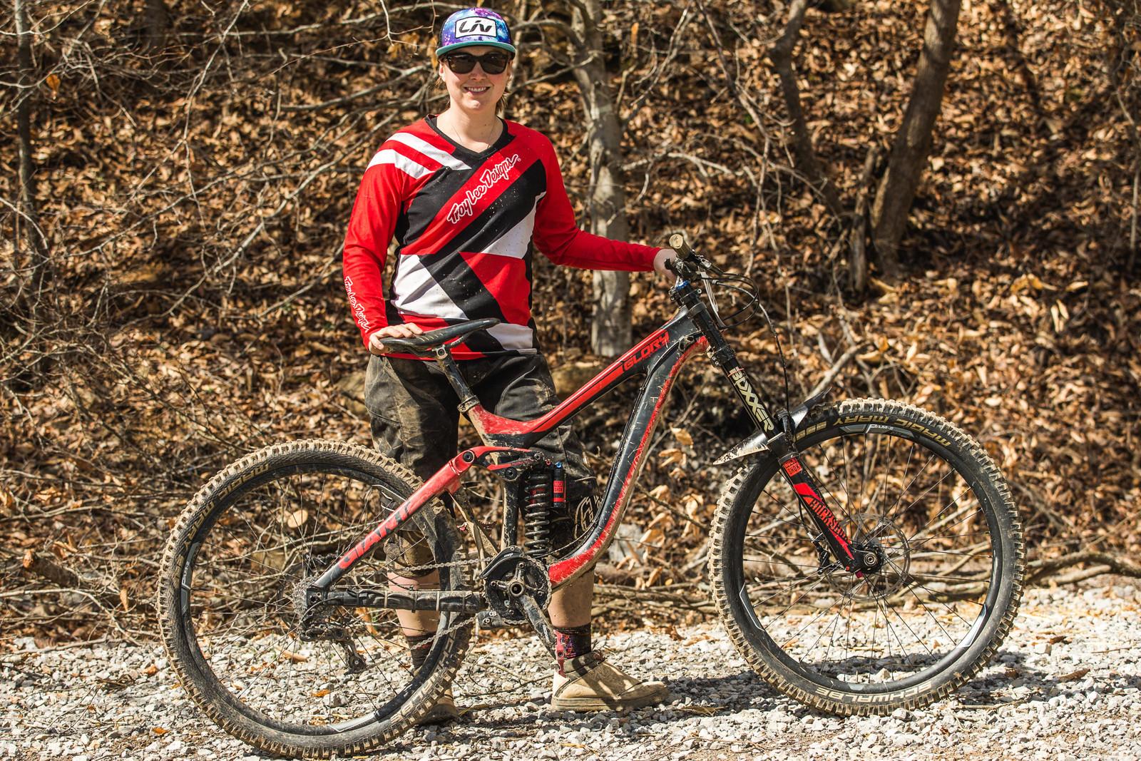 Pro GRT Pro Bike - Caroline Washam's Giant Glory Advanced - Pro Bikes from Windrock Pro GRT - Mountain Biking Pictures - Vital MTB