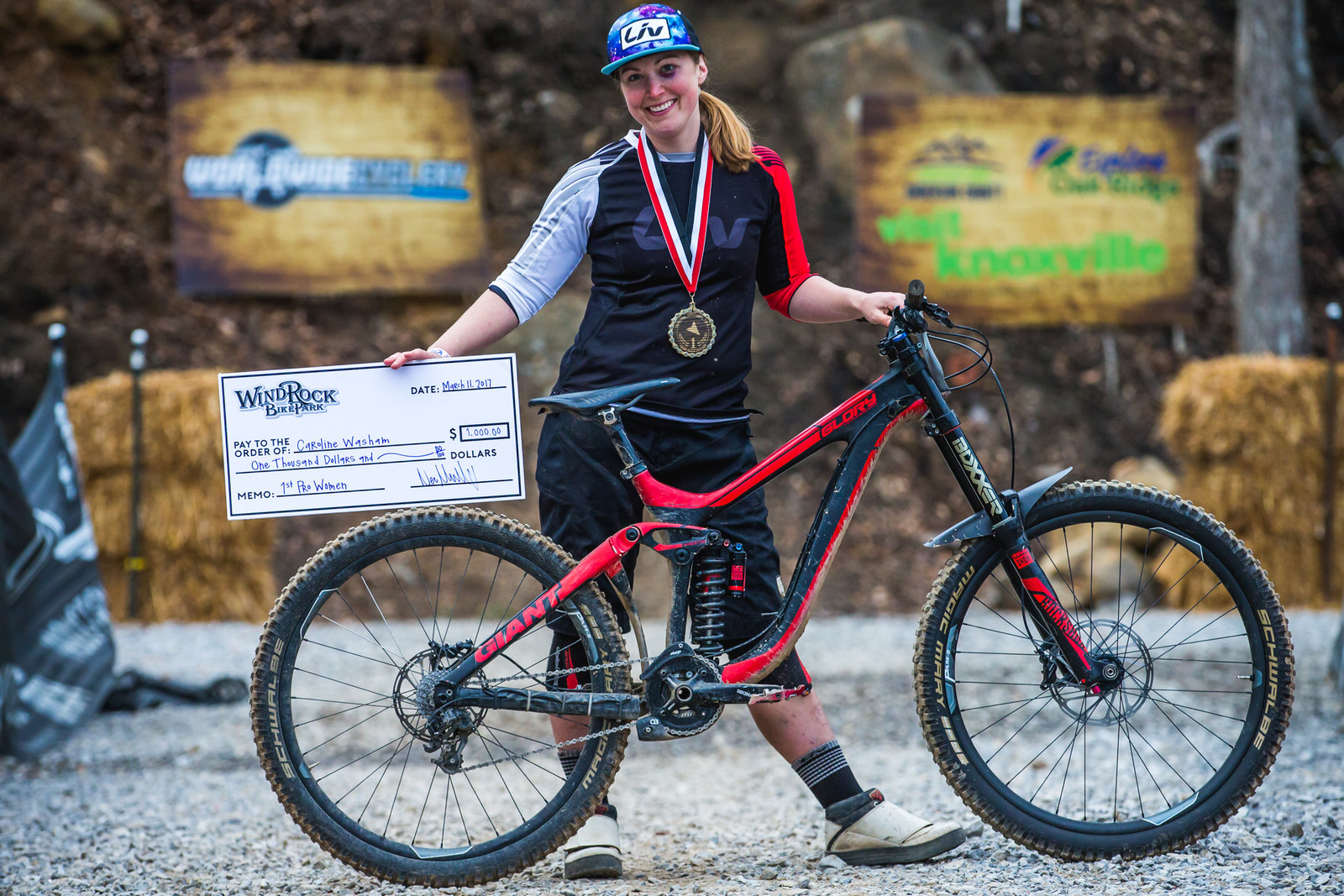 WINNER'S CIRCLE Pro GRT Windrock - Caroline Washam with her Giant Glory Advanced - WINNER'S CIRCLE - Pro GRT Windrock - Mountain Biking Pictures - Vital MTB