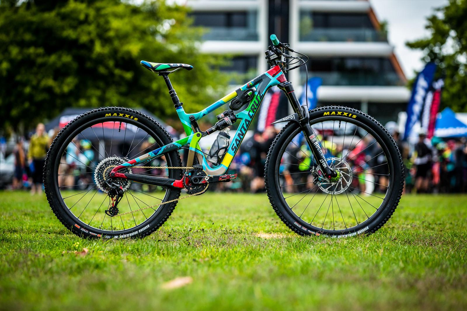 Iago Garay's Santa Cruz Hightower - PIT BITS - Enduro World Series, Rotorua, New Zealand - Mountain Biking Pictures - Vital MTB
