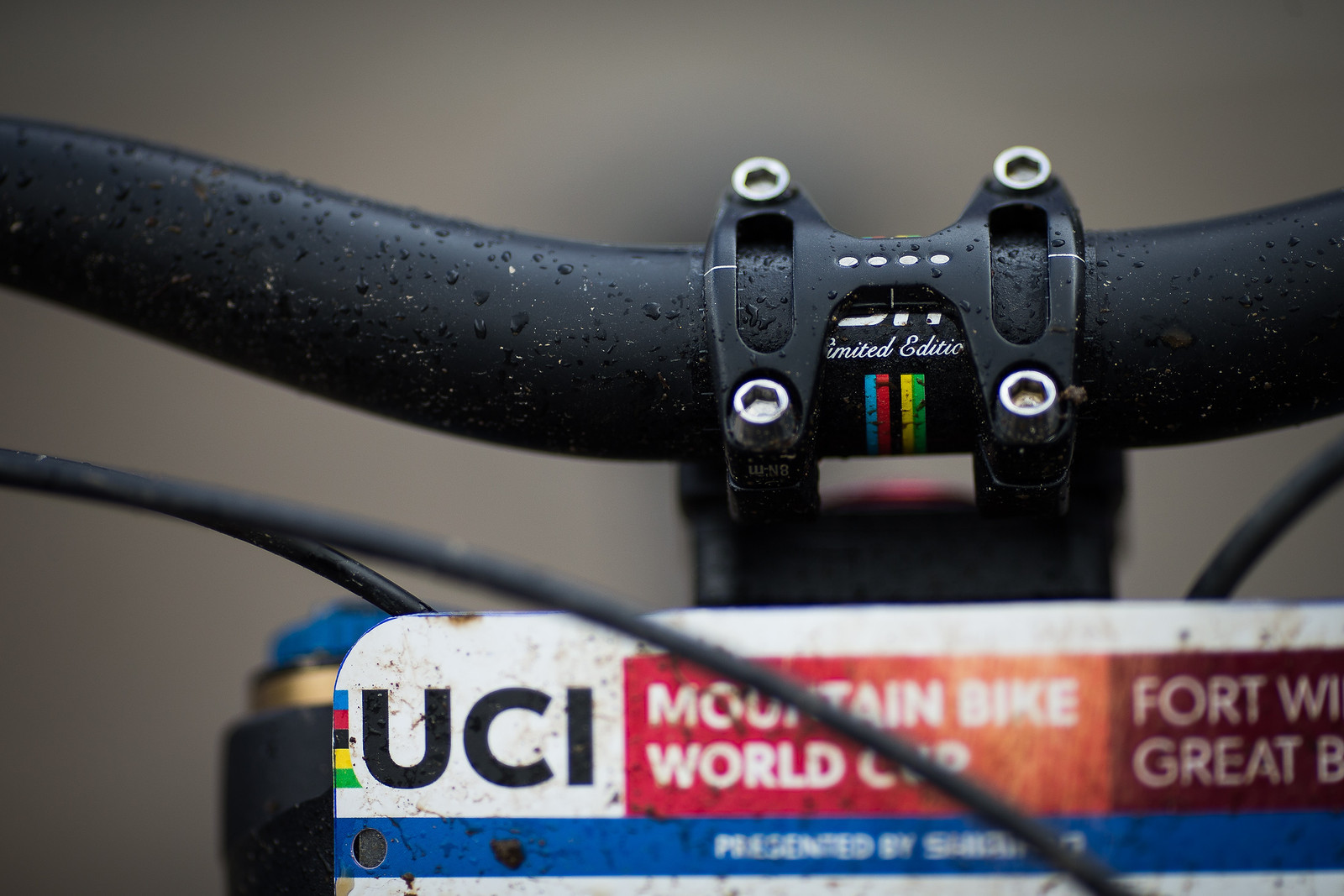 ENVE Bar and Gamut Stem - WINNING BIKE: Greg Minnaar's Santa Cruz V10 29er - Mountain Biking Pictures - Vital MTB