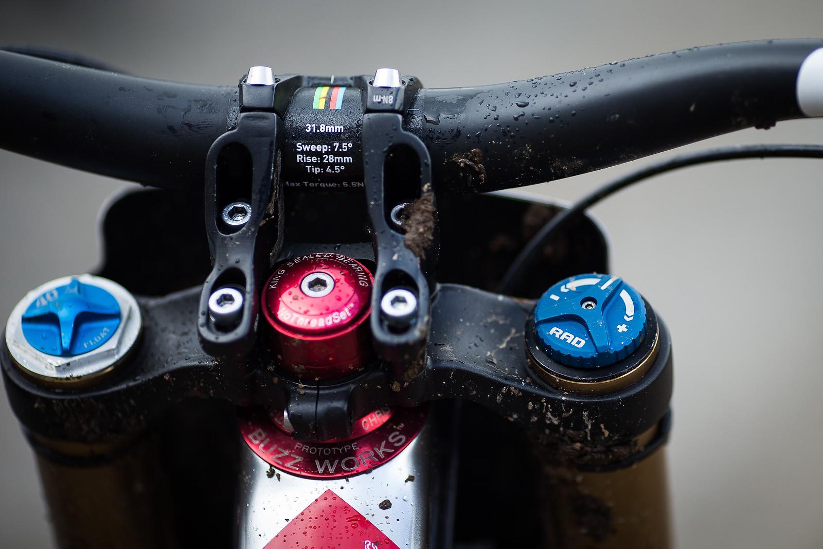 ENVE Bar and Gamut Stem with Buzzworks Headset - WINNING BIKE: Greg Minnaar's Santa Cruz V10 29er - Mountain Biking Pictures - Vital MTB