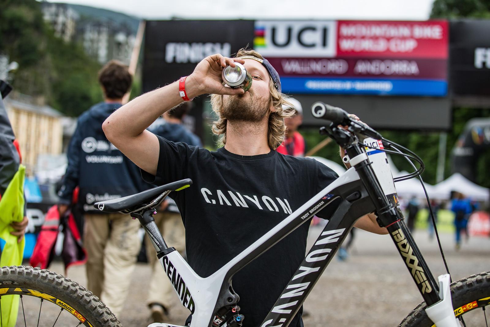 Troy's Mechanic, Aaron Pelttari - WINNING BIKE: Troy Brosnan's Canyon Sender - Mountain Biking Pictures - Vital MTB